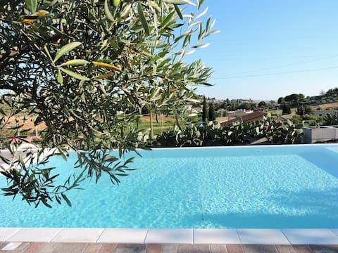 Casa olivo nel trapanese, piscina, wifi e giardino
