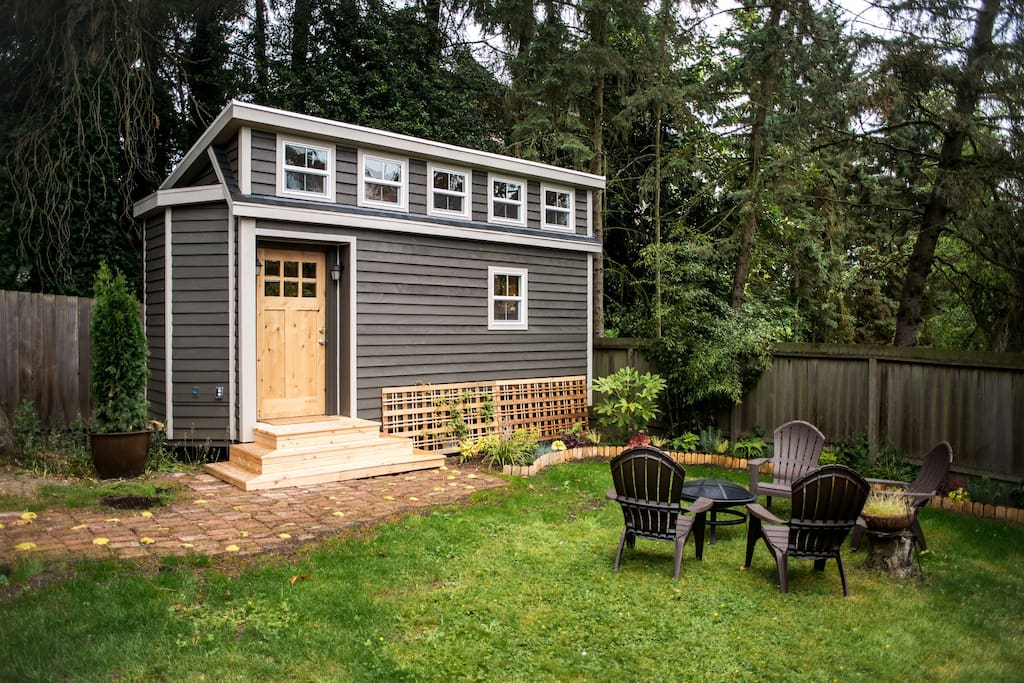 seattle tiny house near light rail tiny houses for rent in seattle washington united states. Black Bedroom Furniture Sets. Home Design Ideas