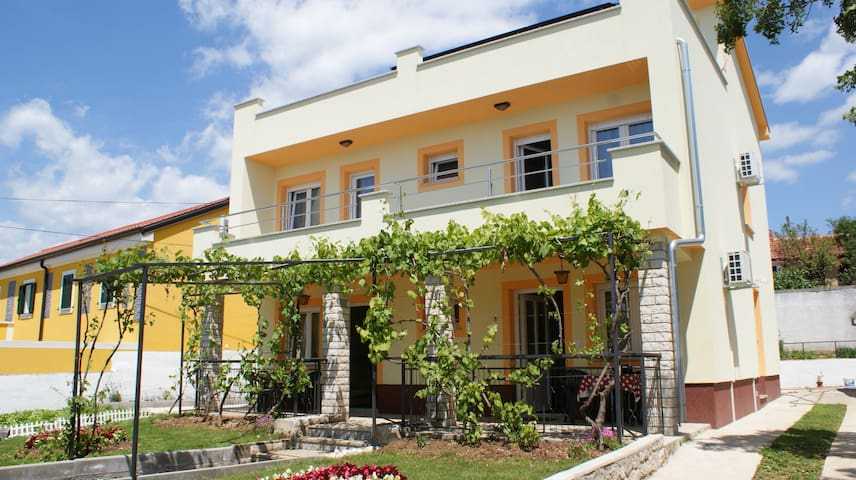 Apartments Rudy (2+2) app4 - Jadranovo - Flat