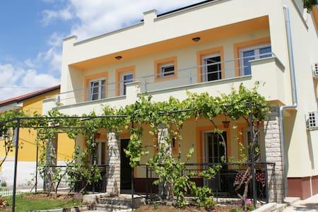 Apartments Rudy (2+2) app4 - Jadranovo - 公寓
