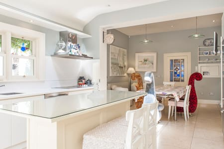 Our House is located in the trendy village of Ranelagh which is known for its selection of quality restaurants and bars. Its within 15 minutes walking distance to city centre. The bus stop is right outside the door and the local tram few minutes away