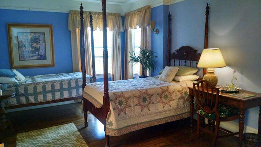 Midtown Private Bed/Bath/Breakfast - Sacramento - Bed & Breakfast