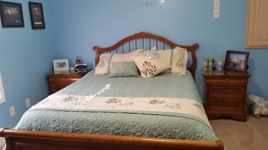 Nice Queen bed near Ocoee whitewater and mountians
