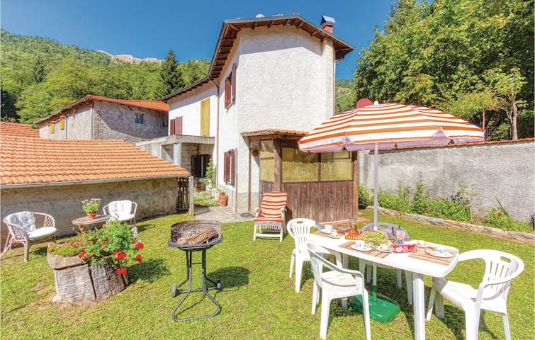 Holiday apartment with 2 bedrooms on 70m² in Monzone-Fivizzano (MS)