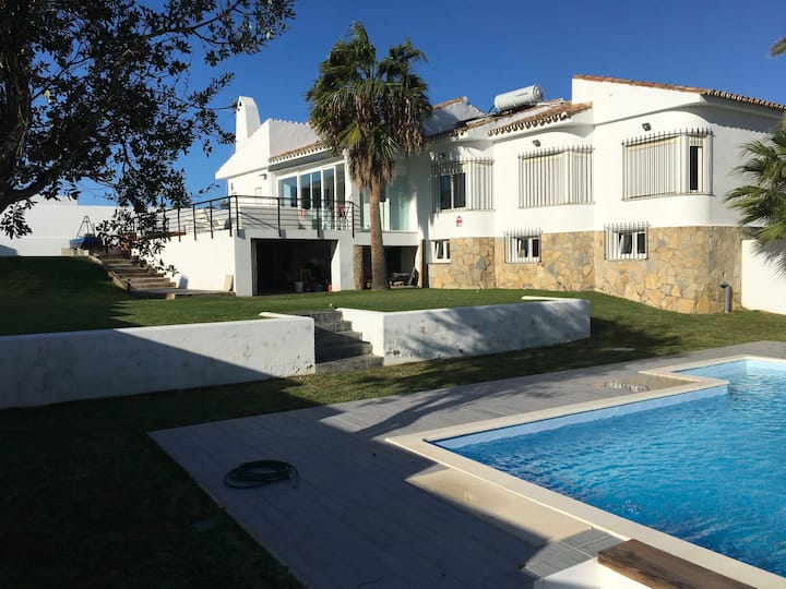 Luxury Villa Torreguadiaro - sea views