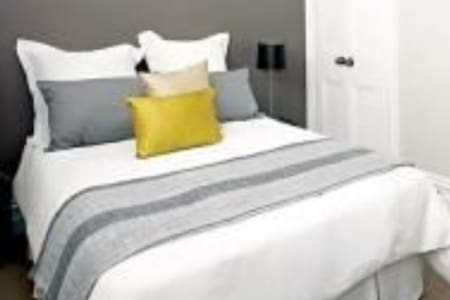 Lovely spacious Bedroom with a double bed