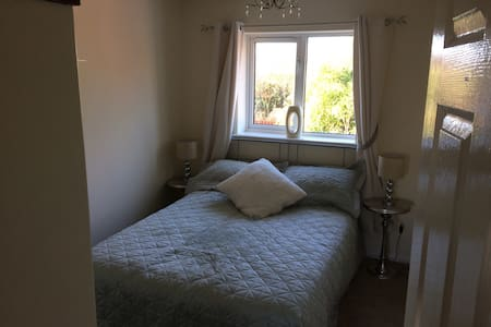 Double bedroom with own bathroom - Bridgend