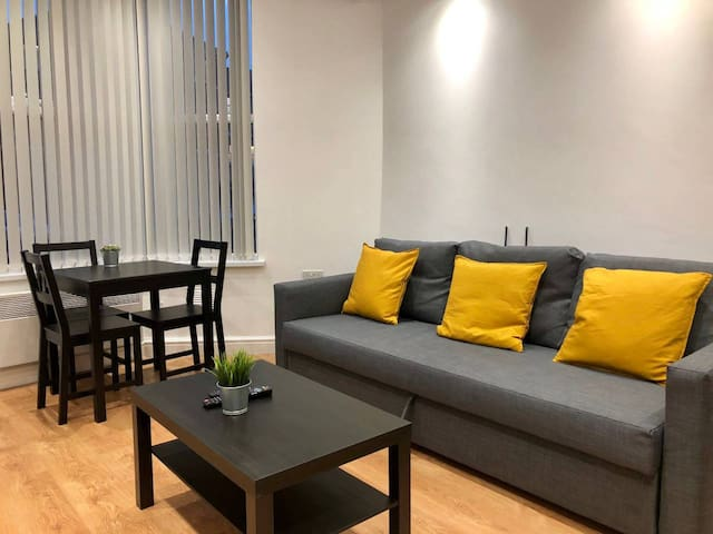 NEW smart & modern central Cardiff 1 bed apartment