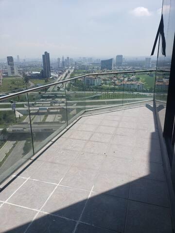 Habitación en Torre Adamant con terraza y tina!