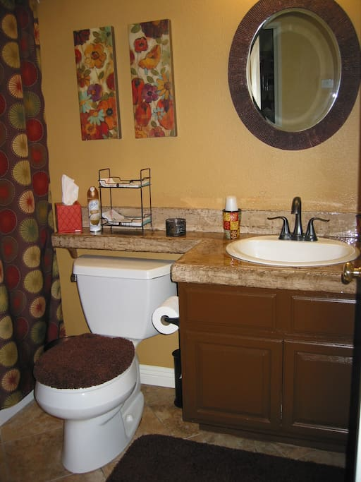 Private bathroom w/tub and shower