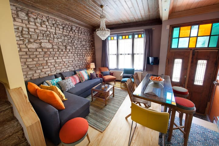Tangerine House Featured in Maison Francaise - Fatih - House