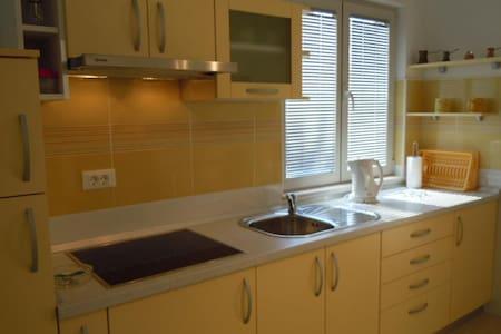 Apartment Yellow in Sveta Nedjelja - Sveta Nedilja - Wohnung
