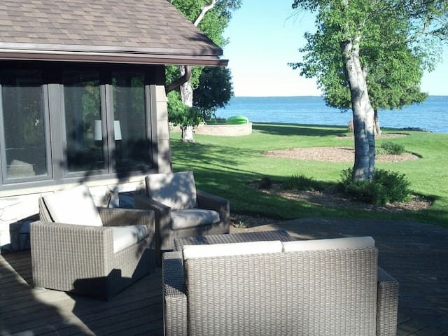 Lake house close to the City - Menasha - Casa
