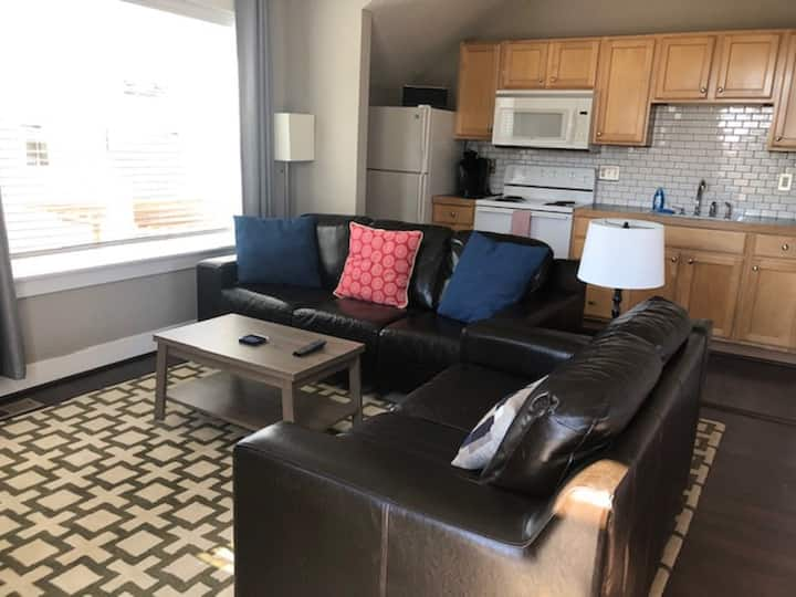 Carriage House w/ full kitchen, close to Boulder