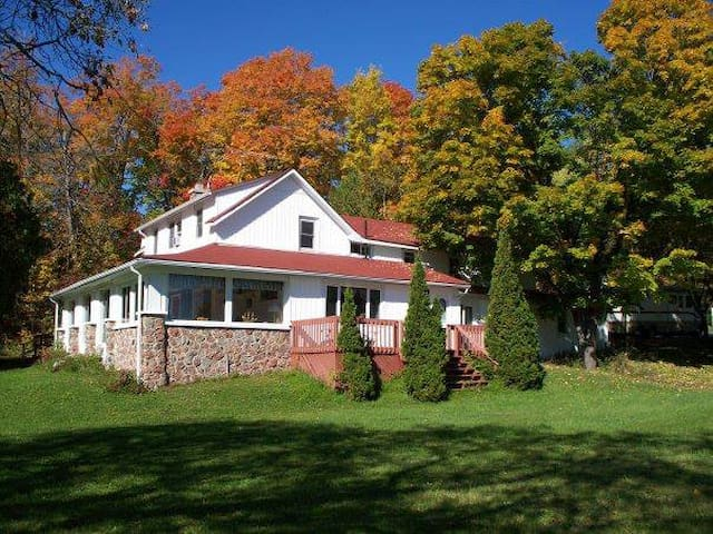 Meadow Springs Lodge - Bobcaygeon - Casa