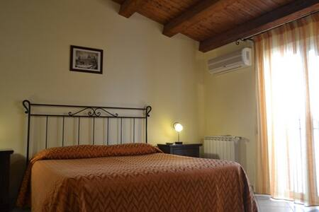Double room queensize with bath - Palermo