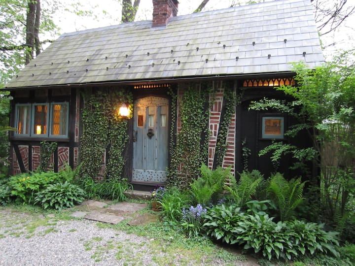 Romantic Herringbone Cottage - Walk to New Hope