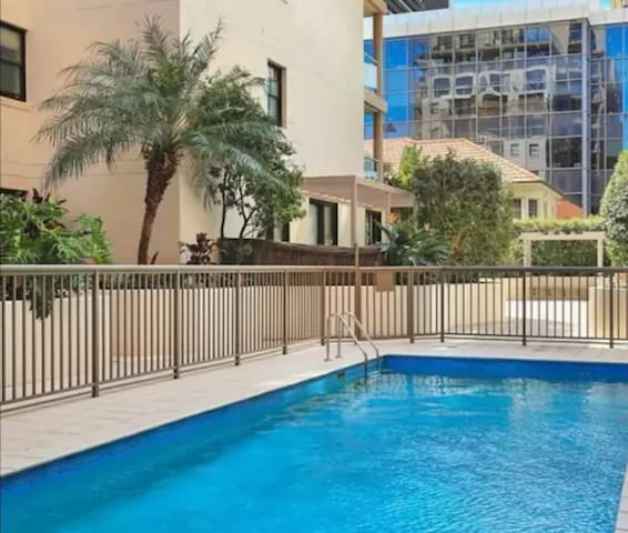North Sydney Executive Studio • Parking+Pool+Gym