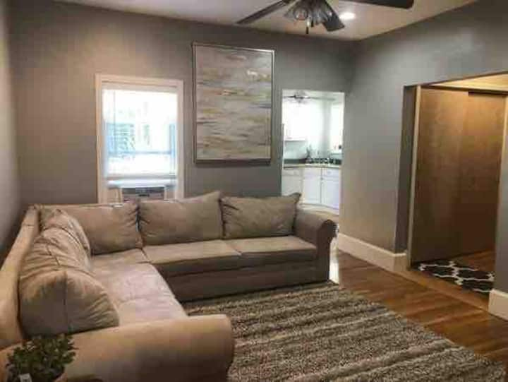 Very nice one bedroom condo close to everything