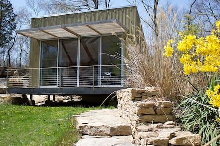 BEAUTIFUL MODERN GUEST HOUSE - Guilford - Cabin