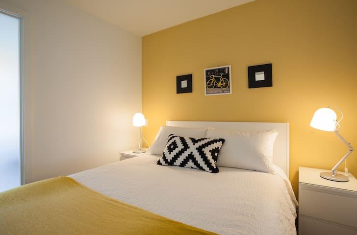 Dream bed with fresh linens & NZ natural wool duvet.