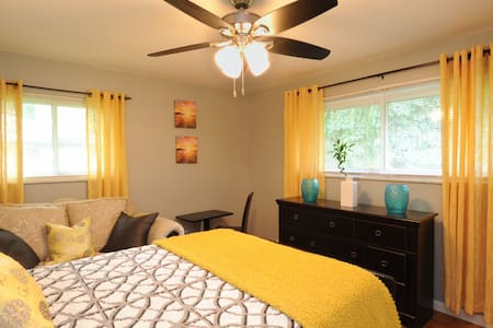 Sunny & Spacious Private Bedroom - Southfield - Dom