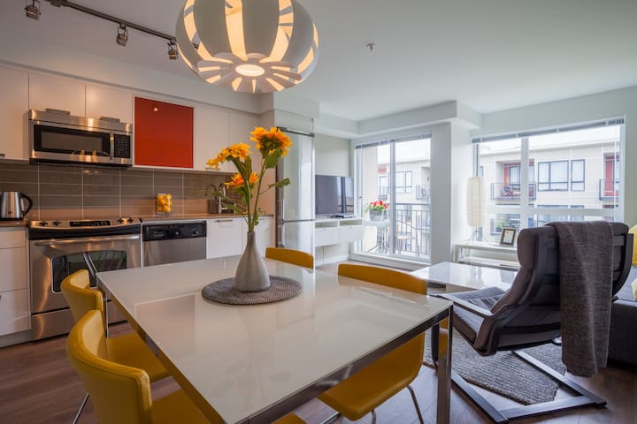 MODERN SUNNY DOWNTOWN - Victoria - Appartement