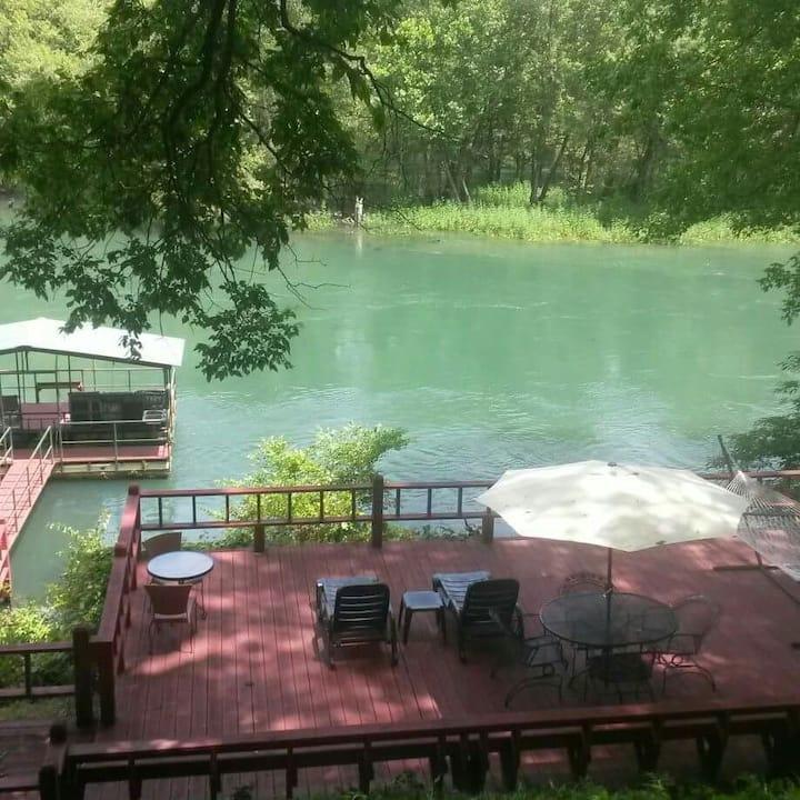 Layze River House Relax & Enjoy!