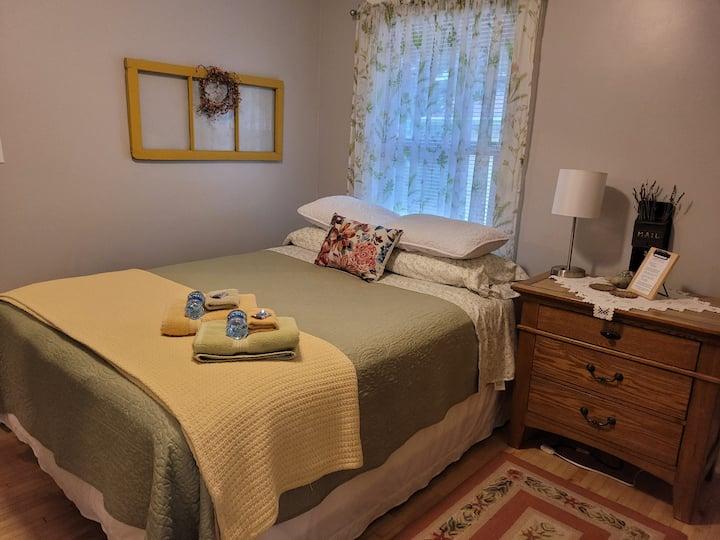 Pilgrim's Inn/Sophia's Room