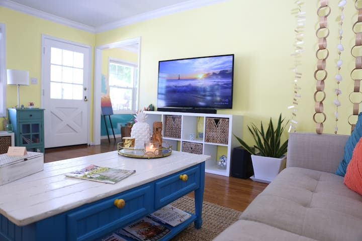 Living Room with SmartTV