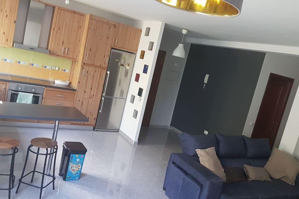 Amplio salón-cocina