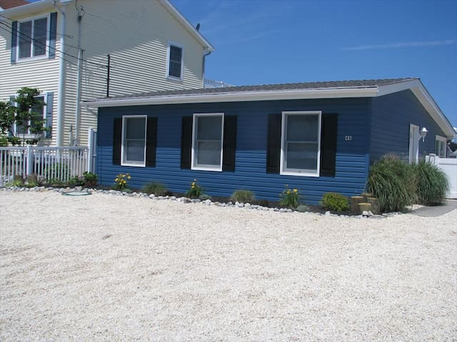 Lagoon front beach house minutes to LBI