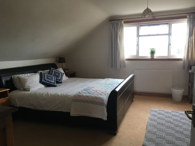 Lovely Double Bedroom with ensuite Shower Room - Edinburgh - Hus
