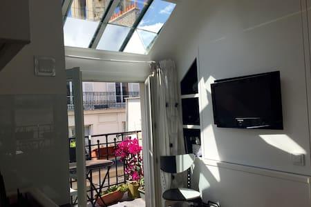 Original architect studio with view - Париж - Квартира