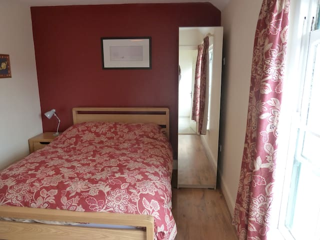 Private Ensuite, Double Bedroom. Red - Wantage