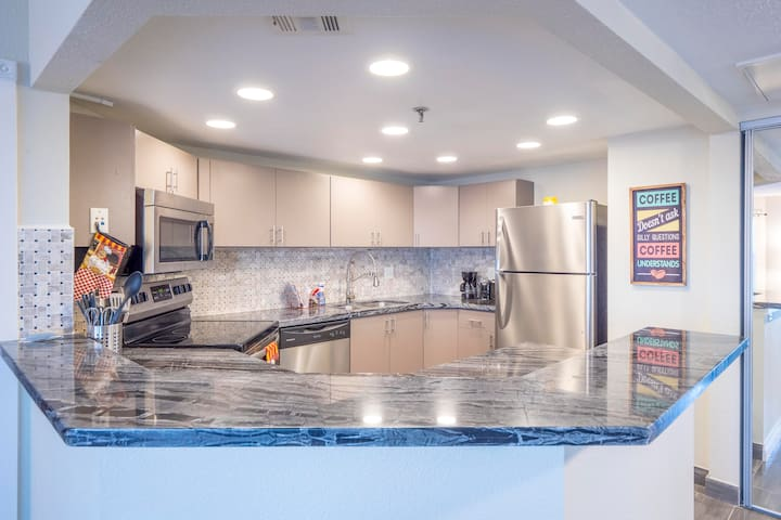 (C304) Dreamy Upgraded 2B/2B Apt near Strip!!