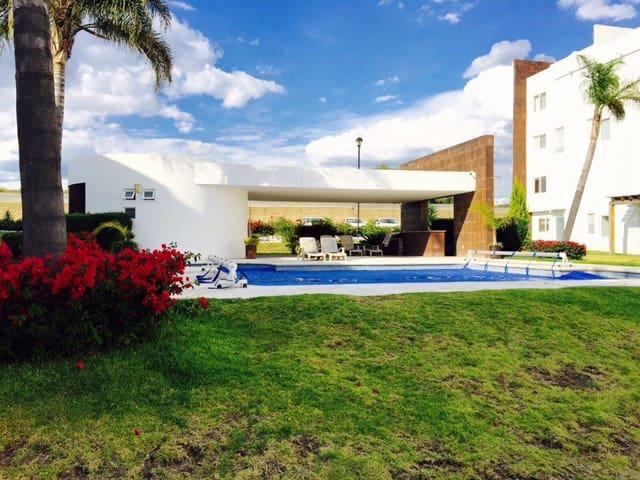 En Juriquilla con alberca - Santa Rosa Jáuregui - Квартира