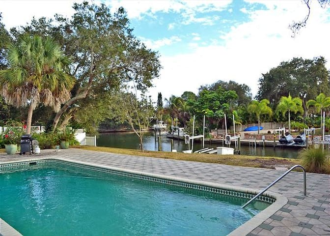 Canal & pool home on lovely Siesta - Siesta Key - House