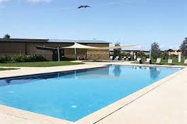 Beautiful Phillip Island Villa - Cowes - Villa