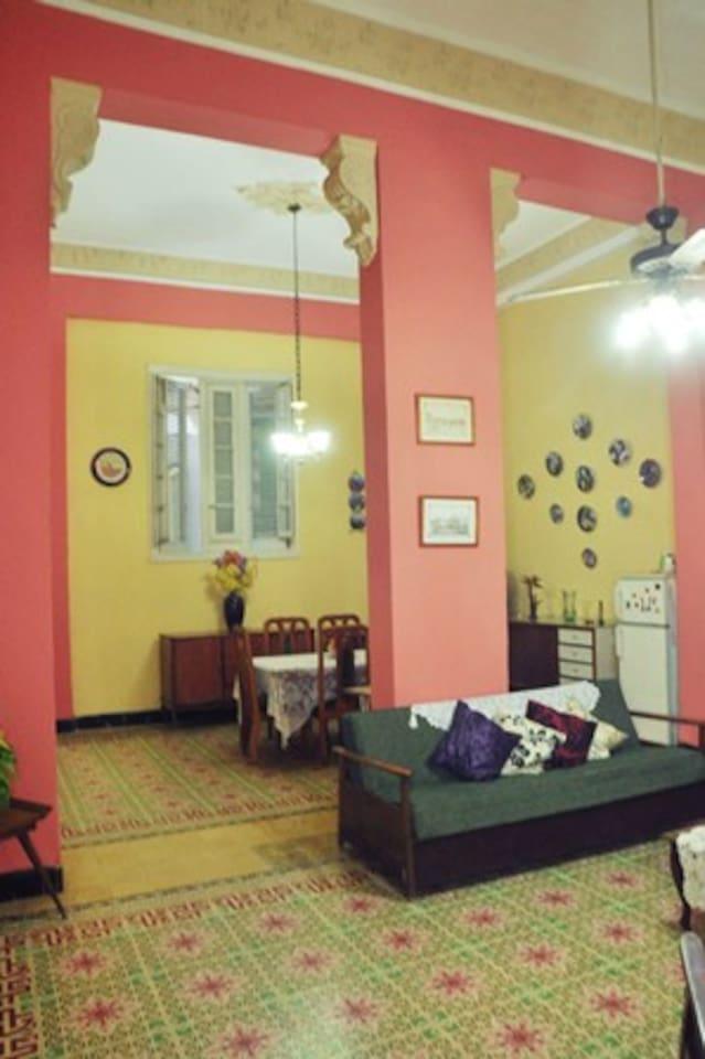 Sala y comedor espacioso
