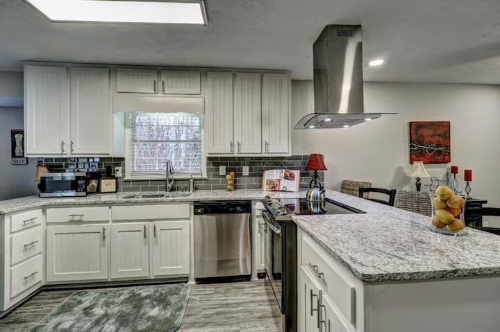 Nicely Renovated Norcross Home Next to I-85 (johd)