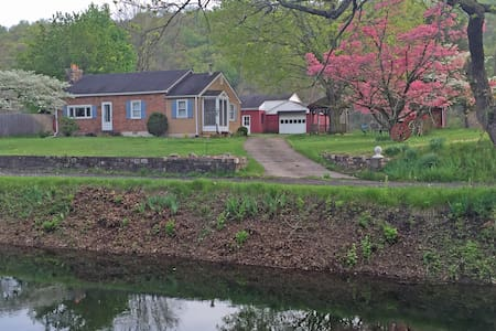 Canal Side Cottage - Bucks County - Upper Black Eddy - 一軒家