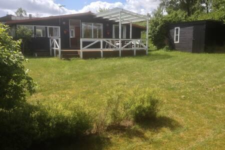 Summer house close to the beach - Allingåbro - Mökki