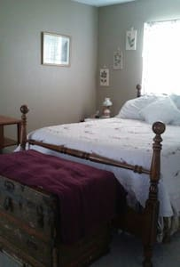 Cozy room,1 bed, shared bath - Spring Hill