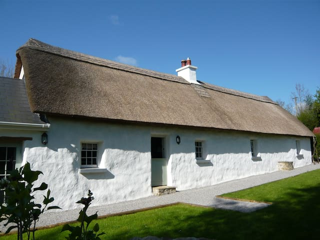 Hawthorn Cottage - Thatched Cottage - Laois