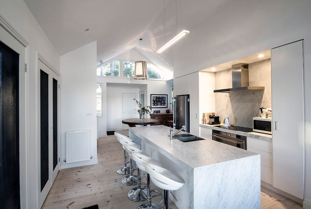 Our elegant kitchen with carrara marble island bench and stove splashback. Vector stove and generous oven provides you with an opportunity to cook up a storm
