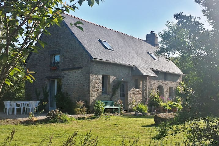 Charming Gite in Brittany - Priziac - House