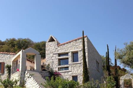Villa con vista mare e grande piscina - Villasimius