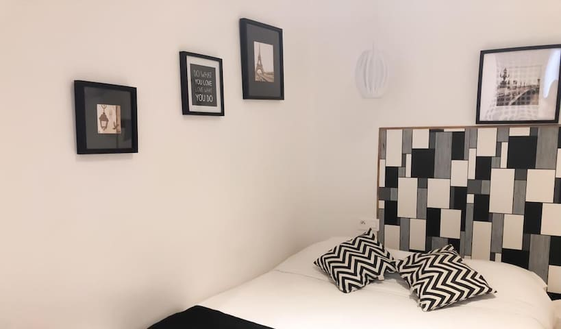 Small Double · Small Double · Cute Little Room near the St Martin Canal