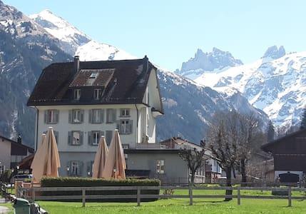 Schlafen mit Bergpanorama, zentral - Engelberg